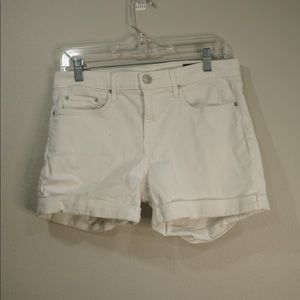 White jeans shorts by Vince
